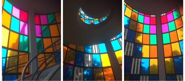 I vetri colorati di daniel buren uncicinindemilan - Vetri colorati per finestre ...